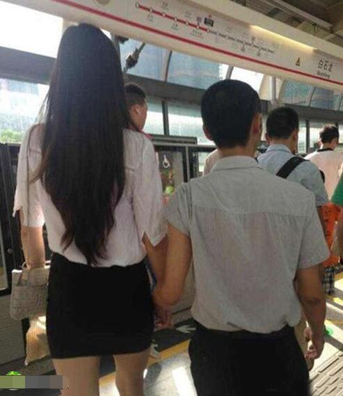 恋爱半年还不接吻 女友急了图片